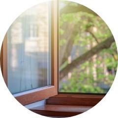 okno otwarte drewniane